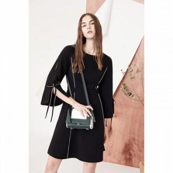 当当网商城 Lily 女装黑白撞色线条收腰喇叭袖连衣裙199.5元包邮(双重优惠